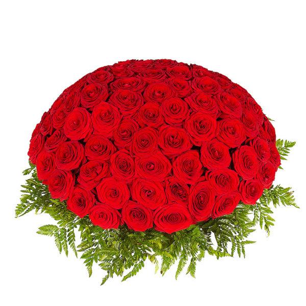 101 красная роза в корзинке