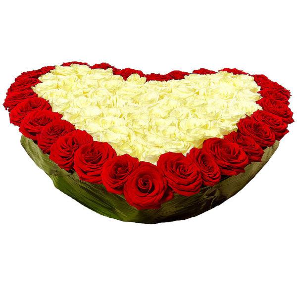 Сердце из 51 розы