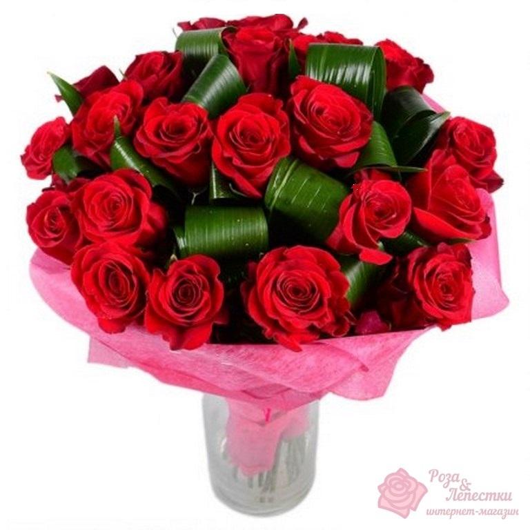 25 красных роз с зеленью