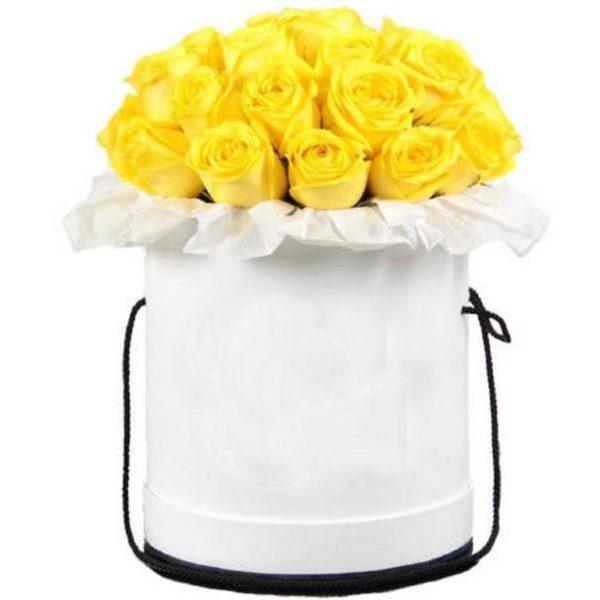 21 желтая роза в шляпной коробке