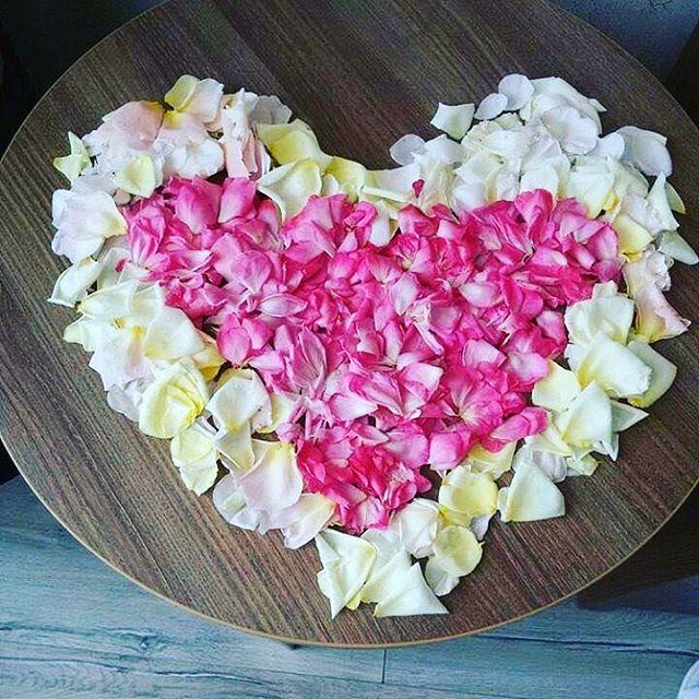 Сезон свадьб, романтиков в самом разгаре 😇 Интернет-магазин «Розы и Лепестки» предлагает выгодные цены на цветы и Лепестки роз с бесплатной доставкой️10л.лепестков - 1 100 руб.20л.лепестков - 1 800 руб.30л.лепестков - 2 600 руб.Контакты: 8(499)755-85-06 8(905)783-35-35(WhatsApp,Viber)www.roselepestki.ru#москва#цветымосква#купитьцветымосква#доставкацветовмосква#заказатьцветымосква#букетымосква#купитьбукетмосква#доставкабукетовмосква#заказатьбукетмосква#доставкарозмосква#заказатьрозымосква#цветыдешевомосква#мск#лепесткирозмосква#подарокмосква#101розамосква#цветысдоставкоймосква#цветыназаказмосква#букетназаказмосква#магазинцветовмосква#цветывкоробкемосква#цум#гум#купитьлепесткирозмосква#лепесткирознасвадьбумосква#букетневестымосква#цветымск