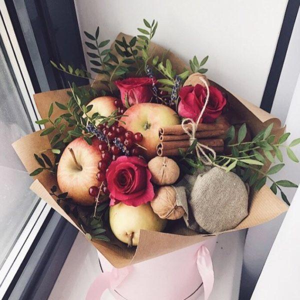 Букет с яблоком, грушей и вареньем