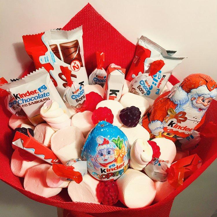 Букет с Kinder Surprise и шоколадом