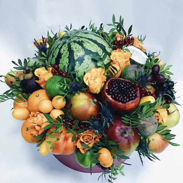 Большой букет с арбузом и тропическими фруктами