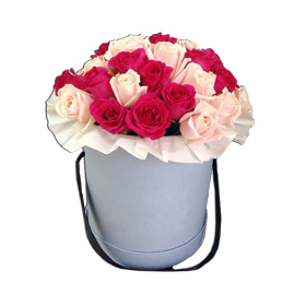 31 красно-белая роза в коробке