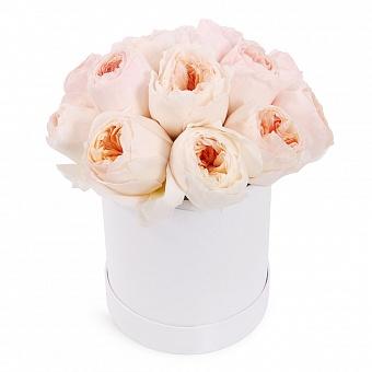 9 пионовидных роз в шляпной коробке