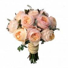 Букет невесты из 9 пионовидных роз в зелени