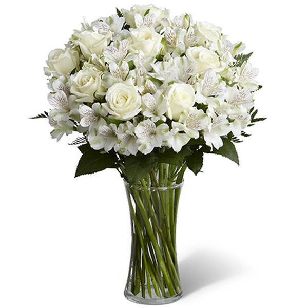 Букет с альстромерией и белыми розами «Жемчужное ожерелье»