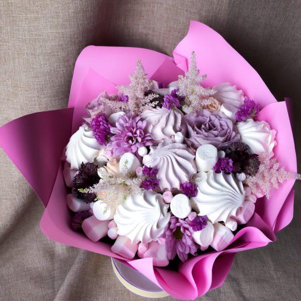Букет из зефира, маршмеллоу и хризантем