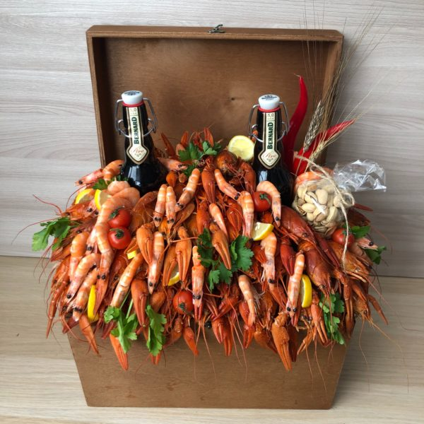 Подарочный сундук с раками и креветками