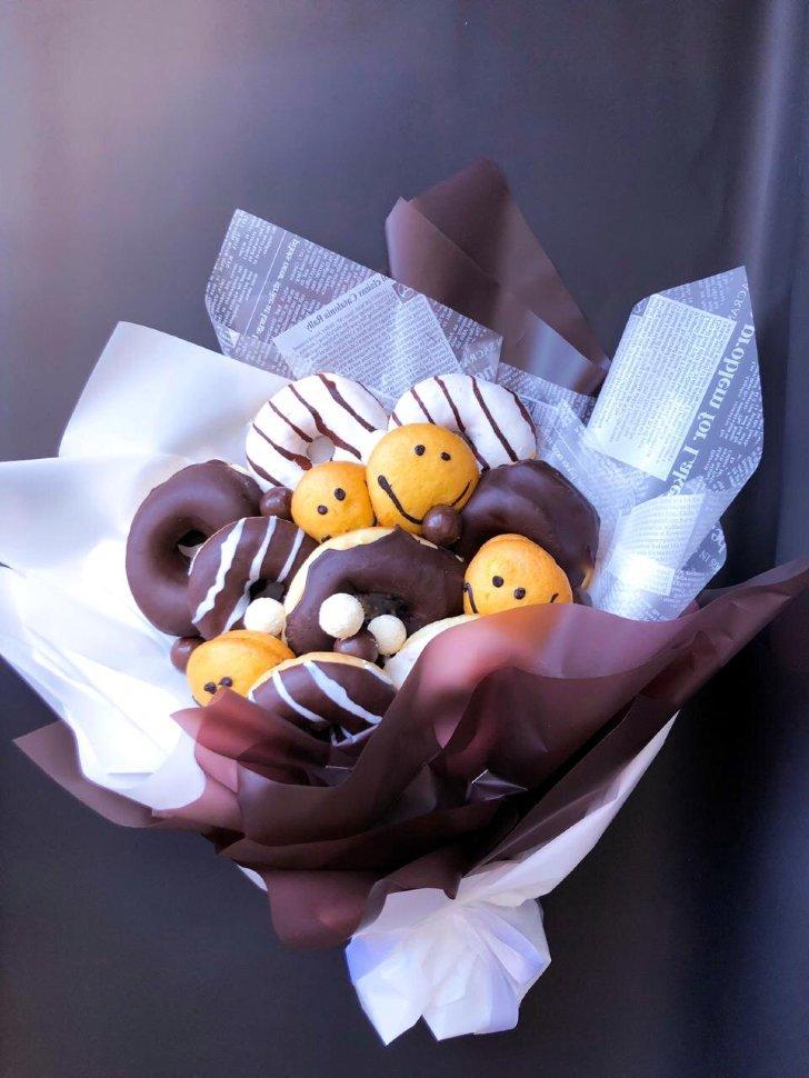 Букет с пончиками в сладкой глазури