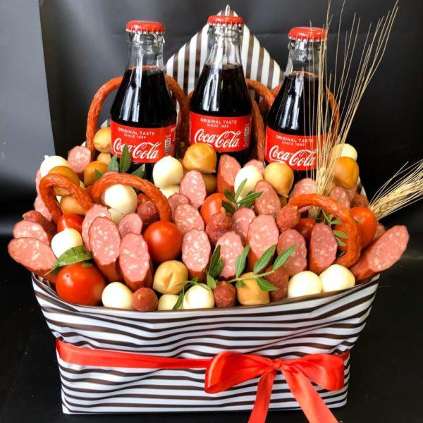 Букет с колбасой, сыром и Coca-Cola