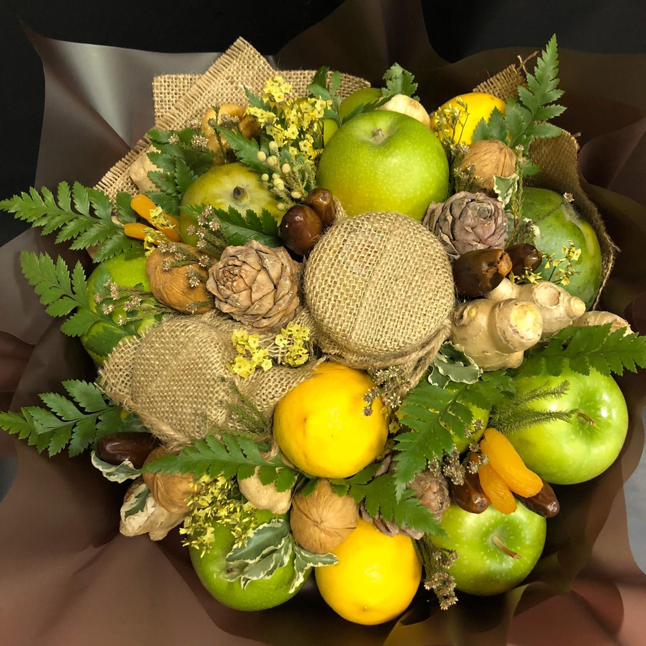 Букет из фруктов, меда и сухофруктов