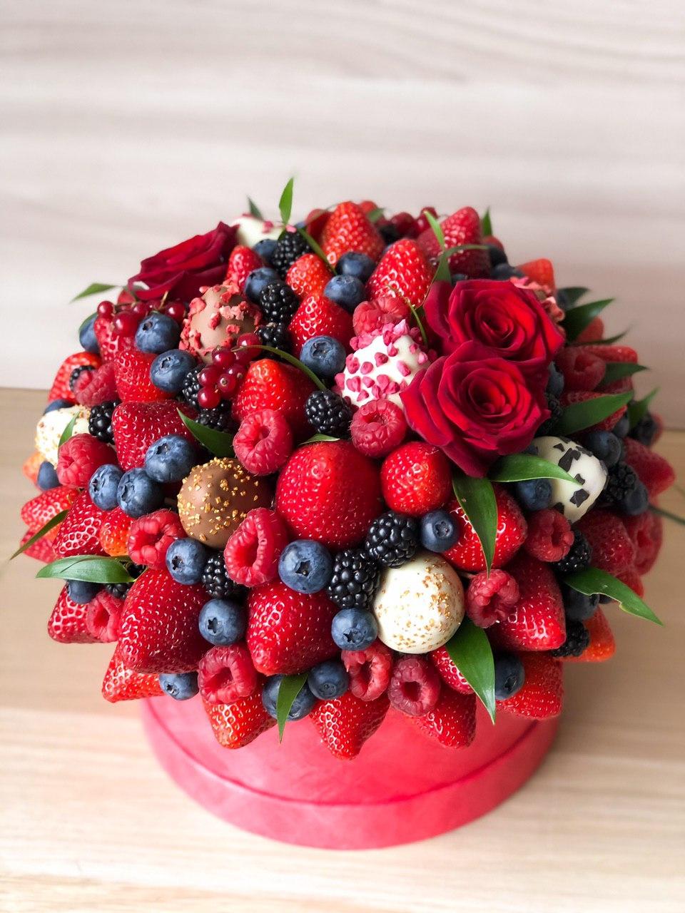 Букет с ягодами и клубникой в шоколаде